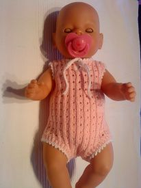 Рецепт Baby Born - www.projekt-saseline.dk Baby Born Clothes, Crochet Doll Clothes, Build A Bear, Crochet Baby, Baby Dolls, Knitting, Puppets, Projects, New Born Clothes