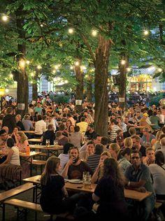 45 Pretty Outdoor Restaurant Patio Design Ideas For Fantastic Dinner Outdoor Restaurant Design, Restaurant Hotel, Outdoor Venues, Outdoor Cafe, Cafe Design, Patio Design, Beer Festival Outfit, Front Garden Landscape, Green Facade