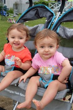 Ikrek babakocsiban, twins