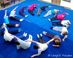 geometrische vormen, meetkunde met je lichaam/de klas doen, klas 6 🌸 🌹 ᘡℓvᘠ □☆□ ❉ღ happily // ✧彡●⊱❊⊰✦❁❀‿ ❀ ·✳︎· SA APRIL 1 2017 ✨ ✤ॐ ✧⚜✧ ❦♥⭐ ♢∘❃ ♦♡❊ нανє α ηι¢є ∂αу ❊ღ༺✿༻✨♥♫ ~*~ ♆❤ ☾♪♕✫❁✦⊱❊⊰●彡✦❁↠ ஜℓvஜ 🌹. Yoga For Kids, Exercise For Kids, Gross Motor Activities, Activities For Kids, Animation Photo, Preschool Yoga, Yoga Games, Childrens Yoga, Mindfulness For Kids