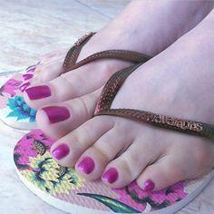Pretty Toe Nails, Pretty Toes, Feet Soles, Women's Feet, High Heels Stilettos, Black Heels, Pink Pedicure, Long Toenails, Beautiful Toes
