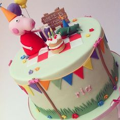 FRIDAY FLASHBACK!!!!! This goes right back to the beginning, one of my very first cakes! Have a party with Peppa! Happy Friday!  #flashback #peppapig #birthdaycake #tgif
