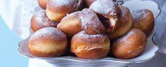 Nevíte, co připravit na masopust? Přece masopustní koblihy plněné marmeládou. 1) Z droždí, lžičky cukru, trochy vlažného mléka a mouky nechte...