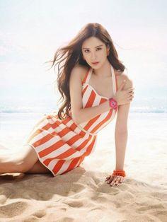 'Legs battle' SNSD in their beach wears! Sexy! - Latest K-pop News - K-pop News | Daily K Pop News