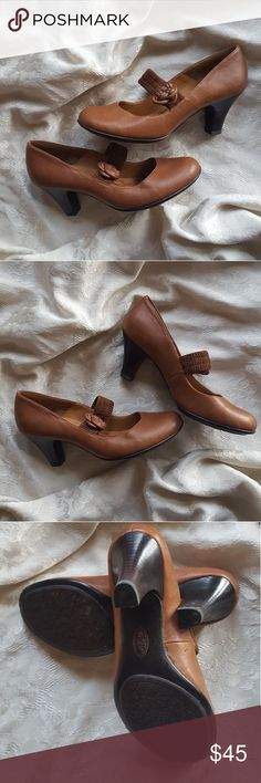 Sofft heeled pumps Leather, Vintage looking, heeled shoe, with rosette. sofft Shoes Heels