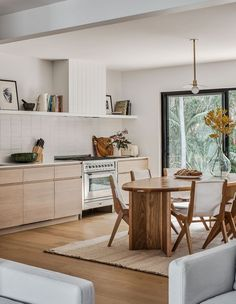 An Elegant Makeover Of A Classic California Bungalow - The Design Files Home Interior, Kitchen Interior, Interior Design, Design Design, Interior Colors, Design Firms, Interior Ideas, Interior Inspiration, Design Ideas