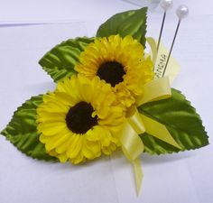 Keeping it sweet and simple really makes this corsage pop against a light or dark colored dress.