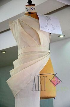 36 Ideas Origami Fashion Fabric Manipulation Pattern For 2019 fashion details Fashion Sewing, Fashion Fabric, Diy Fashion, Fashion Outfits, Mode Origami, Origami Ball, Origami Fashion, Clothing Patterns, Dress Patterns