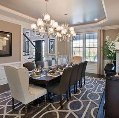 Get inspired by these dining room decor ideas! From dining room furniture ideas, dining room lighting inspirations and the best dining room decor inspirations, you'll find everything here! Elegant Dining Room, Luxury Dining Room, Beautiful Dining Rooms, Formal Dinning Room, Dining Room Walls, Dining Room Design, Dining Room Furniture, Furniture Plans, Kids Furniture