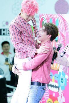 Cute Gay Couples, Movie Couples, Boys Like, Cute Boys, Cute Guy Pics, Lgbt, Drama Fever, Thai Drama, Poses