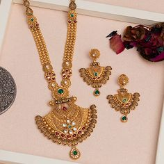 Jadtar Necklace Set jewellery for Women by jewelegance. ✔ Certified Hallmark Premium Gold Jewellery At Best Price Real Gold Jewelry, Gold Wedding Jewelry, Gold Jewelry Simple, Bridal Jewellery, Gold Mangalsutra Designs, Gold Earrings Designs, Necklace Designs, Antique Jewellery Designs, Jewelry Design