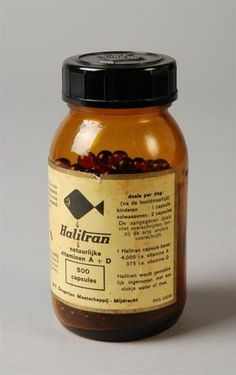 """Wij moesten elke dag verplicht een Halitran ( levertraan....)capsule, want dat was zo gezond. En vies dat ze smaakten! Glazen pot met schroefdop, """"Halitran"""", vitaminen A + D capsules"""