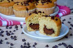 MUFFIN CON CUORE DI NUTELLA I Muffin con Cuore di Nutella sono dei dolcetti Facilissimi da realizzare e davvero Deliziosi adatti soprattutto per la Colazio