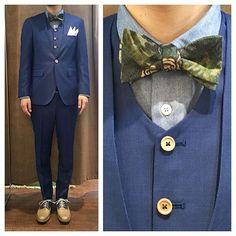 collarless suit. ライトブルーのノーカラースリーピース。 ボタニカルな蝶ネクタイとウッドボタンでカジュアルなアクセント。 足元はサドルシューズで。 オーダーメイド製品はlifestyleorderへ。 all made in JAPAN 素敵な結婚式の写真を@lso_wdにアップしました。 wedding photo…@lso_wd #ライフスタイルオーダー#オーダースーツ目黒#結婚式#カジュアルウエディング#ナチュラルウエディング#レストランウエディング#結婚準備#新郎衣装#新郎#プレ花嫁#蝶ネクタイ#メンズファッション#モデル#ノーカラー#ボタニカル #lifestyleorder#japan#meguro#photooftheday#instagood#wedding#tailor#snap#mensfashion#menswear#follow#ootd#bowtie#button#botanical