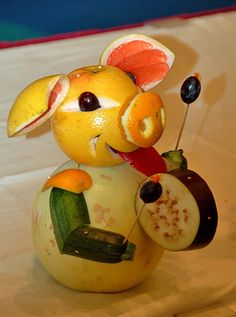 Fruit and veggie pig