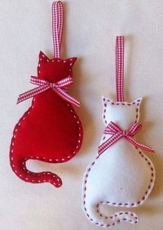 Cat Felt Christmas Ornament set of 2 by marilous on Etsy, by alissa Felt Christmas Decorations, Felt Christmas Ornaments, Handmade Ornaments, Handmade Christmas, Christmas Diy, Ornaments Ideas, Ornament Crafts, Beaded Ornaments, Felt Cat