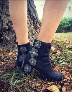 AGL Flora ankle boot #agl #aglshoes #shoes #flora #flowers #nature #wool #bootie #madeinitaly #handcraft #chic #fashion #style #stylish #pretty #shop