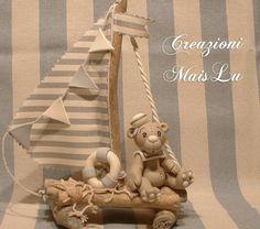 Barchetta in legno di salice fatta a mano con deco in stoffa e pasta di mais  A Little Sailor Bear