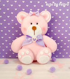 Uma Ursinha toda charmosa, com cores que amo de mais Lilas e Rosa.