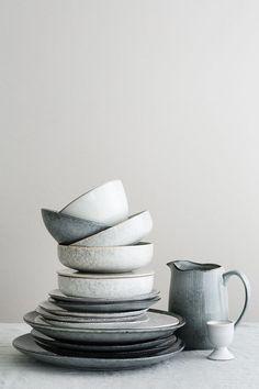 Wenn Dein Herz ebenso für den traditionell-skandinavischen Wohnstil, wie für die neusten Design-Innovationen schlägt, findest Du in Broste Copenhagen die Marke, die beides in Perfektion verbindet. Modern und urban wirken die Produkte, die von den kreativen Köpfen in Dänemark entworfen werden. Sie schaffen es, das skandinavische Lebensgefühl in Form von einzigartigen Küchen- und Wohnaccessoires zu Dir nach Hause zu bringen. Home Decor Accessories, Decorative Accessories, Cerámica Ideas, Decor Ideas, Broste Copenhagen, Nordic Interior, Interior Design, Danish Interior, Scandinavian Home