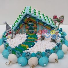 Image result for gateau bonbon Sweet Hampers, Christmas Candy, Christmas Ornaments, Chocolates, Candy Cakes, Ideas Para Fiestas, Gingerbread, Cake Decorating, Sweets