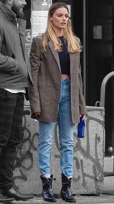 Fits 2019 Margot Robbie in New York City, New York on Sunday Caring Of A Margot Robbie Style, Margot Robbie Hair, Margo Robbie, Quoi Porter, Look Girl, Looks Street Style, New York Street Style, Mode Streetwear, Mode Hijab
