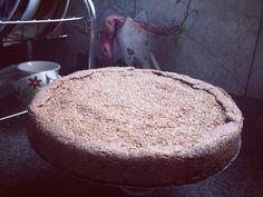Torta de Banana Integral  1/2 de xíc. de farelo de trigo 3/4 de xíc. de farelo de aveia 2 medidas de adoçante culinário canela em pó 2 ovos 1 laranja lima 2 colh. rasa de sopa de óleo de coco  2 bananas Modo de preparo:  Colocar todos ingredientes no pote e bater na batedeira. Depois que estiver no ponto da massa espalhar na forma untada com óleo de coco e farelo de trigo. Depois cortar 10 bananas ao meio e colocar no recheio com mel.  Colocar no forno por 45 min em 180graus. by…