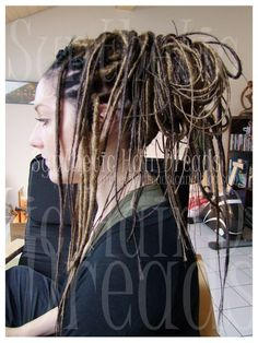 I love natural dreadlocks and synthetic dreadlocks especially if the synths look natural. Nagawas dreadlocks are some of the most natural sythns I've seen.  www.syntheticrdreads.canalblog.com