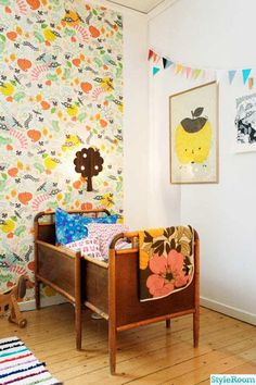Classy retro girls room - 10 Floral Girls Rooms | Tinyme Blog