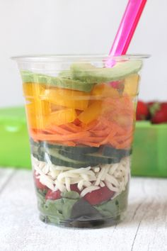 Healthy picnic eating has never been easier with these Picnic Salad Cups! These quick and easy salad cups are a great way to get kids excited about eating healthily this summer! Salads For Kids, Healthy Meals For Kids, Easy Salads, Slimming World Salads, Slimming World Recipes, Healthy Picnic Foods, Healthy Lunches, Eat Healthy, Fussy Eaters