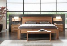 Ein klassisches Schlafzimmerset aus Massivholz sorgt für Gemütlichkeit und angenehmes Wohnklima.