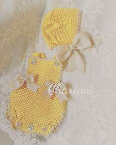 No photo description available. Crochet Bib, Love Crochet, Baby Girl Patterns, Baby Knitting Patterns, Crochet Baby Clothes, Cute Baby Clothes, Tricot Baby, Baby Pop, Crochet For Boys
