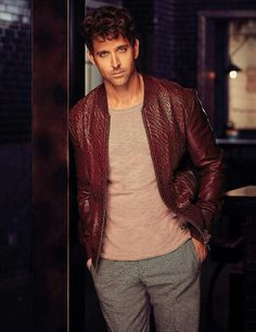 new top ten handsome hero Hrithik Roshan pictures - Life is Won for Flying (wonfy) Bollywood Photos, Bollywood Celebrities, Bollywood Actress, Hrithik Roshan Hairstyle, Jodhaa Akbar, Indian Men Fashion, Mens Fashion, Male Models Poses, Man Dressing Style