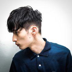 【HAIR】ハセガワ フミヤさんのヘアスタイルスナップ(ID:206127)。HAIR(ヘアー)では、スタイリスト・モデルが発信する20万枚以上のヘアスナップから、髪型・ヘアスタイル・ヘアアレンジをチェックできます。 Casual Hairstyles, Latest Hairstyles, Hairstyles Haircuts, Cool Hairstyles, Angular Fringe, Asian Haircut, Kpop Hair, Mid Fade, Male Makeup