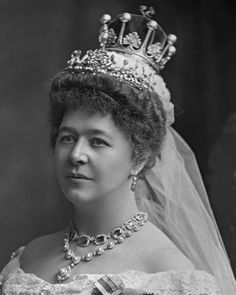 copyright V&A ~ Ishabel Maria (neé Marjoribanks) Marchioness of Aberdeen & Temair Royal Tiaras, Tiaras And Crowns, Aberdeen, Paula Ordovás, British Nobility, Fancy Dress Ball, Royal Brides, Royal Jewelry, Crown Jewels