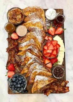 Charcuterie Recipes, Charcuterie Board Meats, Breakfast Platter, Party Food Platters, Sweet Breakfast, Figs Breakfast, Romantic Breakfast, Breakfast Cookies, Breakfast Ideas