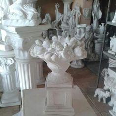 Pedestal com arranjo de frutas e flores 27 cm. #vaso #vasos #decorativo #decorativa #blogdecor #fruteira #decoração #artesanato #decoracao #novidade #novidades #lançamento #novo #nova #bomdia #quarta #quartafeira #boatarde #artesanato #gesso #euquero #arquitetura #vase #vases #jacarepagua #rio #021 #021rio #classe #estilo #fruta #frutas #flor #flores #blogdecor #décor #décordodia #decor #novidade #artes #riodejaneiro #riodecor #rj #arranjo #arranjos