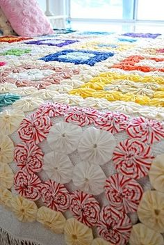 YoYo Quilt  LOVE THIS!!!!!!!!! My Granny made me a dolly blanket out of these when i was little....it was so pretty!