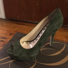 Worn In the house. Reasonable offers accepted! hunter green size 7.5 Enzo Angiolini Shoes