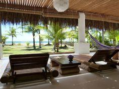 Casa em amplo terreno de frente para o mar em linda praia plana e deserta,  Ilhéus, Bahia, Brasil. Saber mais aqui - http://www.imoveisbrasilbahia.com.br/ilheus-bela-casa-em-a-venda
