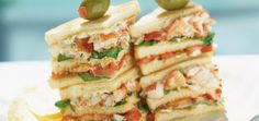 Club sandwichs au homard et à la roquette