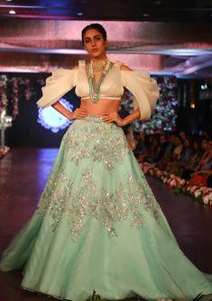 Desi Wedding Dresses, Indian Wedding Outfits, Party Wear Dresses, Indian Party Wear, Pakistani Outfits, Indian Wear, Indian Outfits, Prom Dresses, Indian Fashion Dresses
