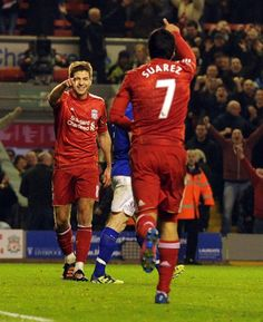 Steven Gerrard and Luis Suarez salute each other after Gerrard's hat-trick goal in the Merseyside derby. #LFC #LiverpoolFC #Gerrard
