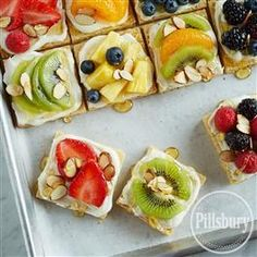 Fruit-Topped Sugar Cookie Pizza from Pillsbury® Baking is a delicious way to enjoy the fresh, colorful, seasonal fruit this summer! Just Desserts, Delicious Desserts, Dessert Recipes, Yummy Food, Fruit Recipes, Breakfast Recipes, Recipies, Crisco Recipes, Cooking Recipes