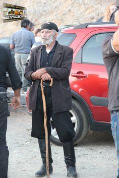 Η ΚΑΤΣΟΥΝΑ ΤΩΝ ΚΡΗΤΙΚΩΝ | crete-news.gr Greeks, Crete, Past, Traditional, Costumes, Jackets, Down Jackets, Past Tense, Dress Up Clothes