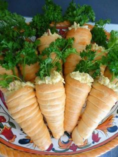Chicken Tacos Discover Crescent Roll Carrots filled with Egg Salad for Easter Brunch or Lunch Cresent rolls filled with egg salad and topped with parsley. Looks like carrots and is so cute for Easter parties not to mention yum Easter Brunch, Easter Party, Brunch Party, Party Fun, Easter Dinner Ideas, Ideas Party, Easter Recipes, Holiday Recipes, Recipes Dinner