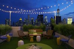 Veg Night Out! – at Soaked, the Mondrian SoHo's amazing rooftop bar I'm pretty sure this deck has fake grass … Rooftop Lighting, Rooftop Decor, Rooftop Lounge, Rooftop Terrace, Bar Lounge, Rooftop Gardens, Roof Terrace Design, Rooftop Design, Patio Design