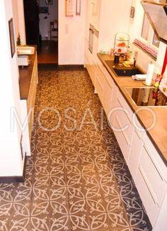 Zementfliesen Küche: Wir zeigen in unserer Fotogalerie fertiggestellte Projekte mit verlegten Zementfliesen in der Küche. So könnte Ihre Küche aussehen: Zementfliesen für Böden ✓ Zementfliesen für Wände ✓ Zementfliesen für die Arbeitsfläche ✓ Zeitlose Handarbeit ► Inspiration Küchen-Zementfliesen!