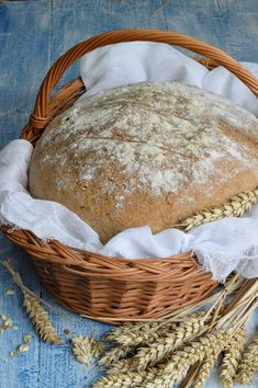Cooking Bread, Italian Bread, Bread Recipes, Breads, Pizza, Food, Healthy Food, Little Cottages, Whole Wheat Flour