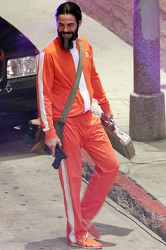 Chris Pine sports a ridiculous beard while filming a scene on the set of Stretch in Hollywood on July 16. Hrm, Chris, maybe orange isn't the best color when you're trying to pull a heist?